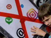 Çocuklardan Bir Protesto: Benimle Oynayın, Telefonunuzla Değil!